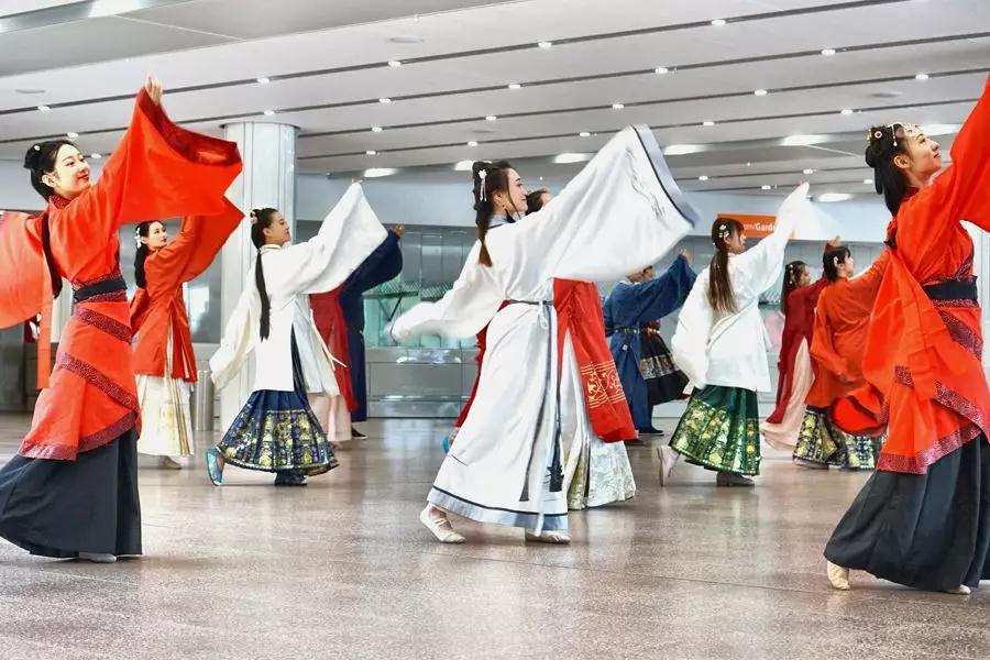 汉服文化与礼仪活动策划_汉服的市场策划书_文化复兴 汉服吧